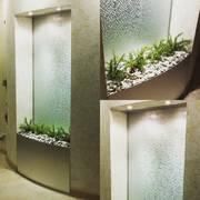 Водопады по стеклу - прекрасный элемент дизайнерского интерьера
